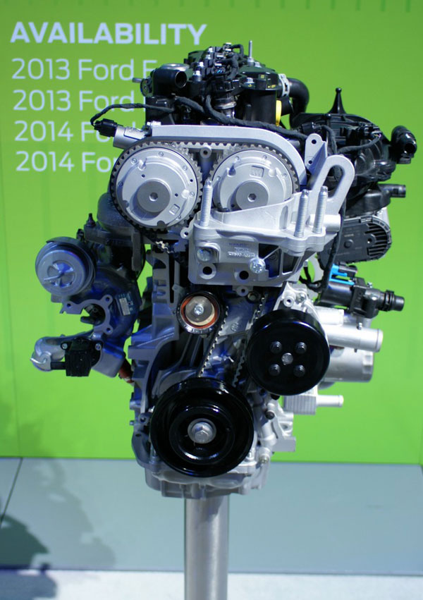 2013-Ford-Fusion-EcoBoostengine-display