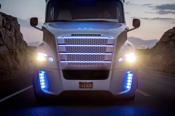 Freightline's silver and electric blue Inspiration can drive itself (credit: DTNA LLC)